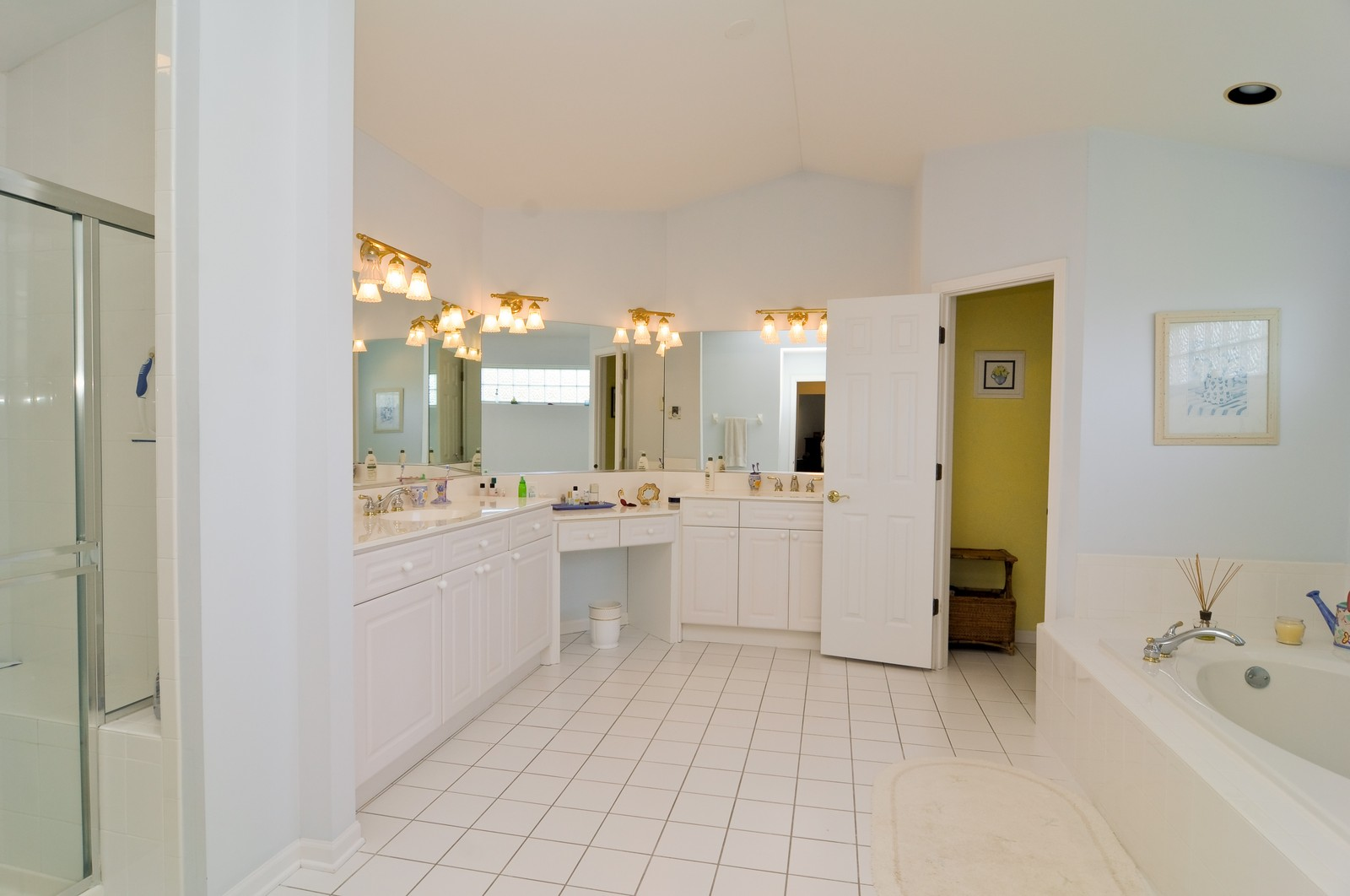 Real Estate Photography - 400 Kerry, Prospect Heights, IL, 60070 - Master Bathroom