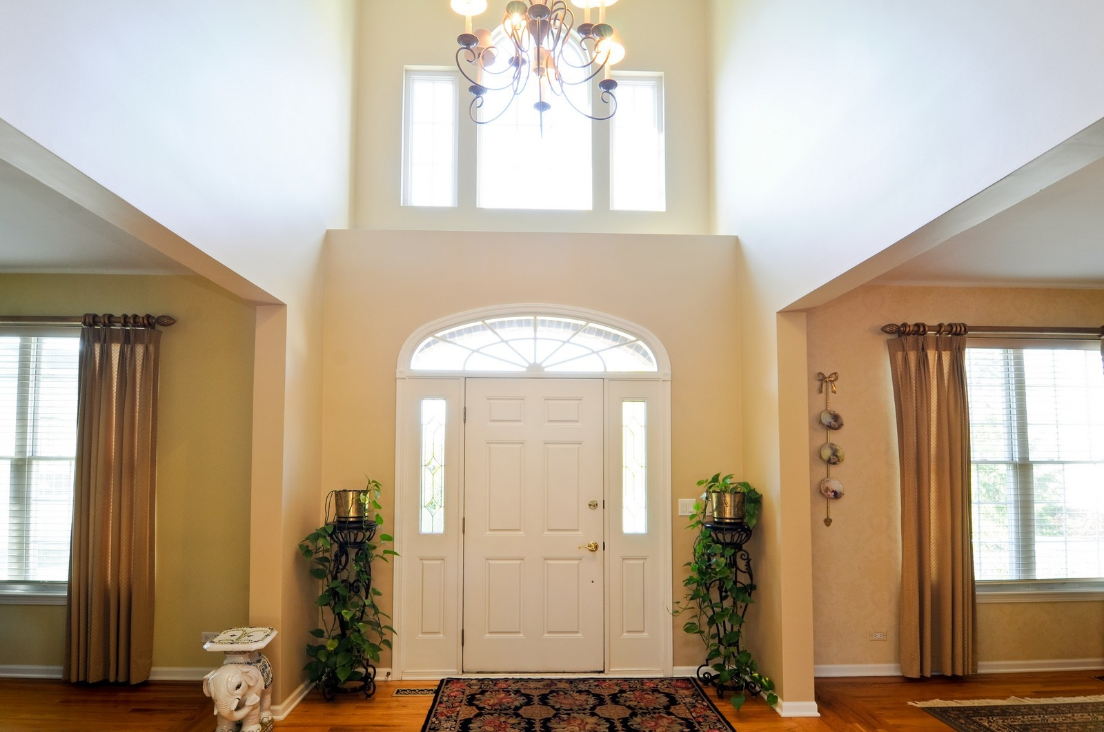 Real Estate Photography - 400 Kerry, Prospect Heights, IL, 60070 - Foyer