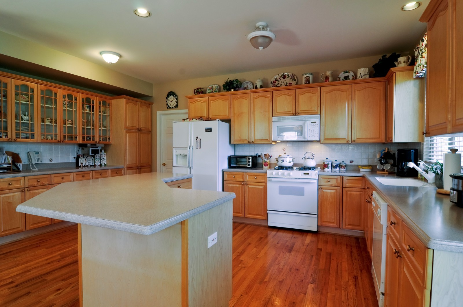 Real Estate Photography - 400 Kerry, Prospect Heights, IL, 60070 - Kitchen