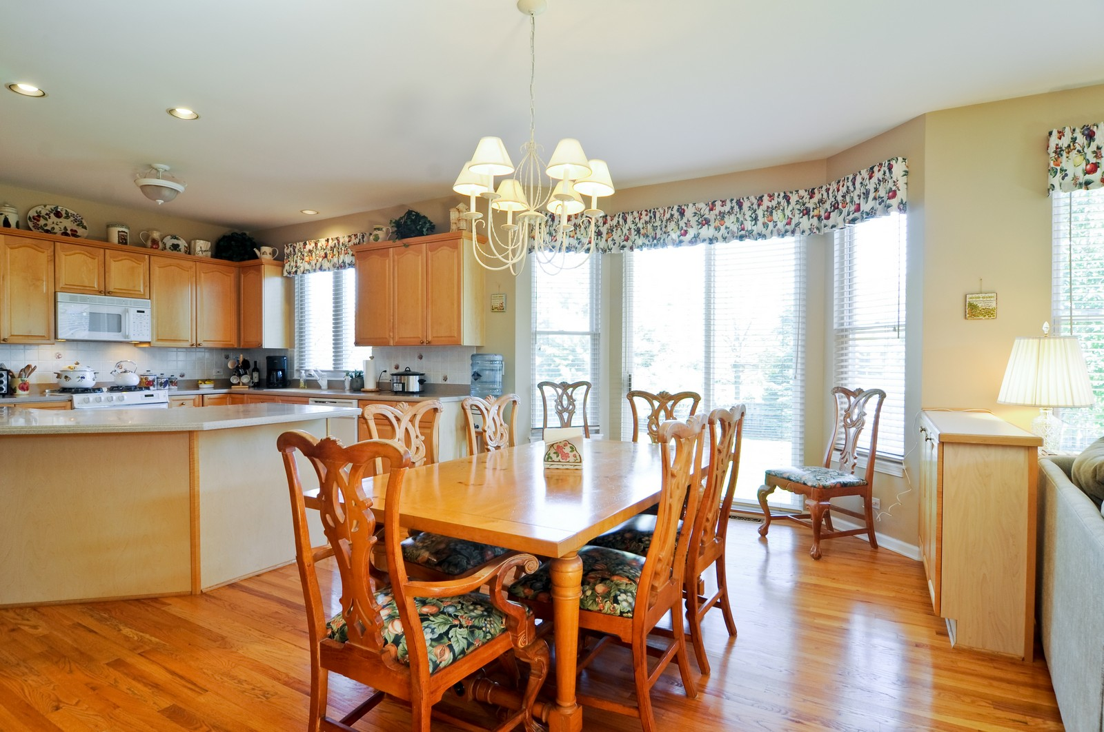 Real Estate Photography - 400 Kerry, Prospect Heights, IL, 60070 - Breakfast Nook