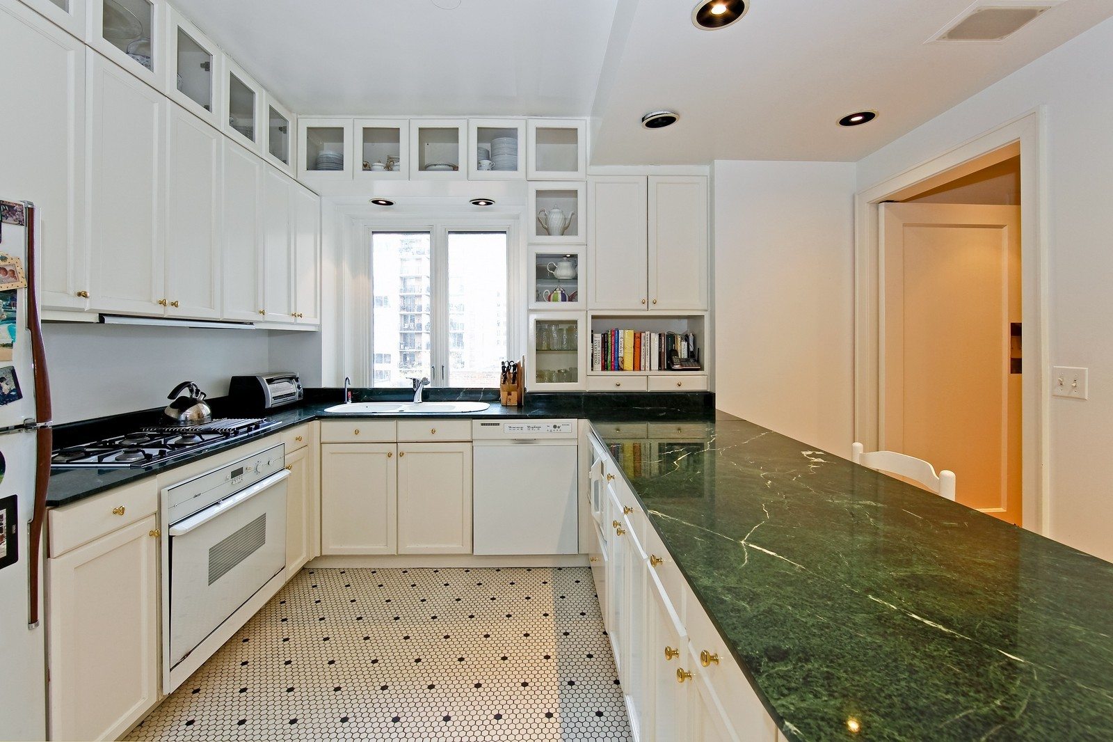 Real Estate Photography - 1209 N Astor, Unit 6S, Chicago, IL, 60610 - Kitchen