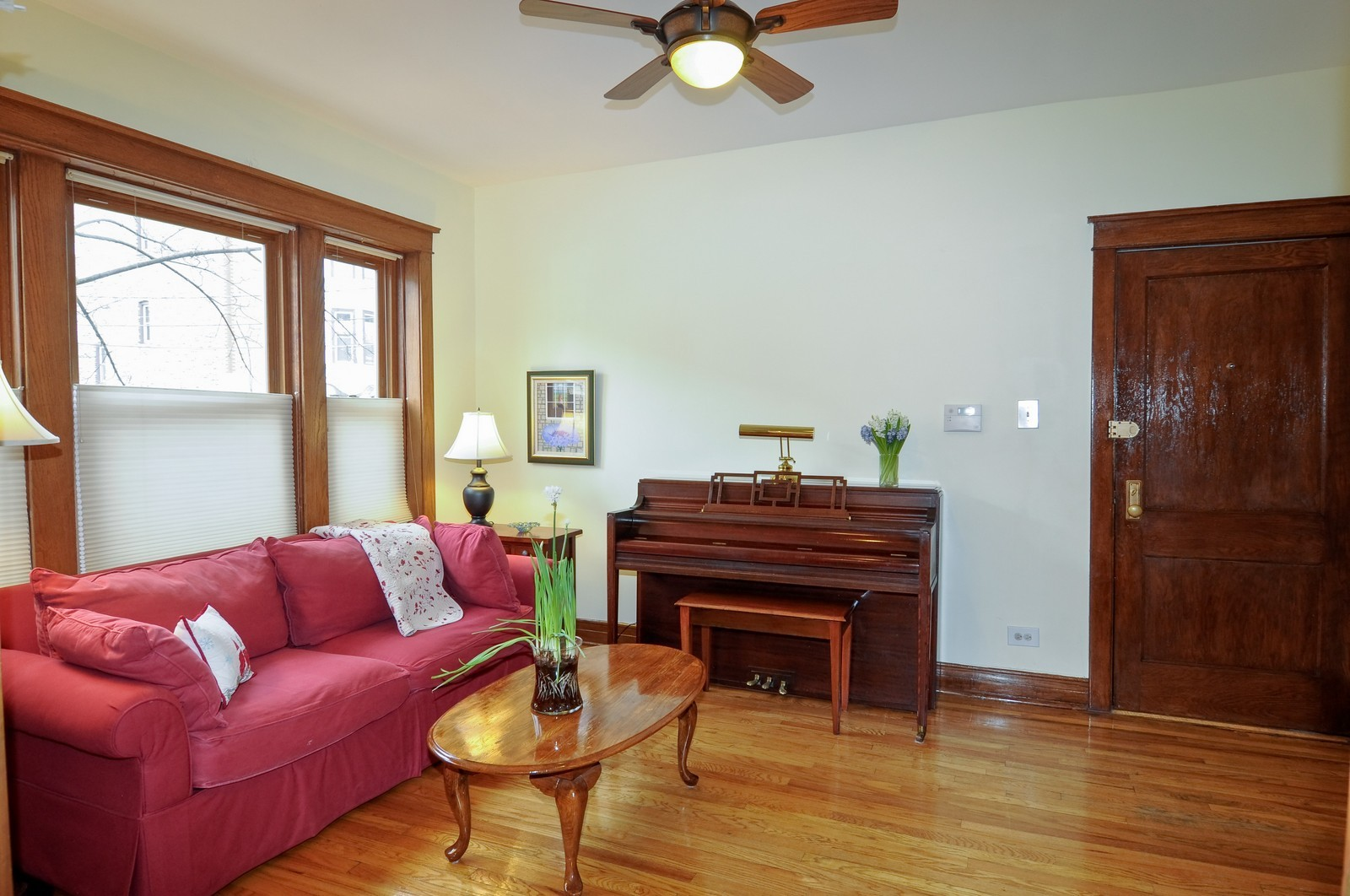 Real Estate Photography - 2548 N Seminary, Apt 1, Chicago, IL, 60614 - Living Room