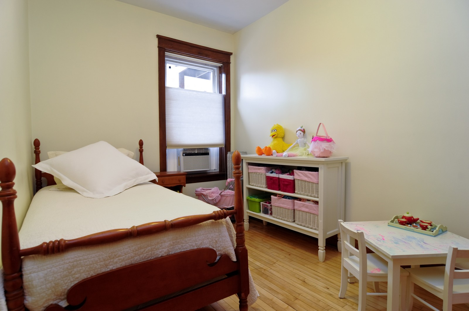 Real Estate Photography - 2548 N Seminary, Apt 1, Chicago, IL, 60614 - Bedroom