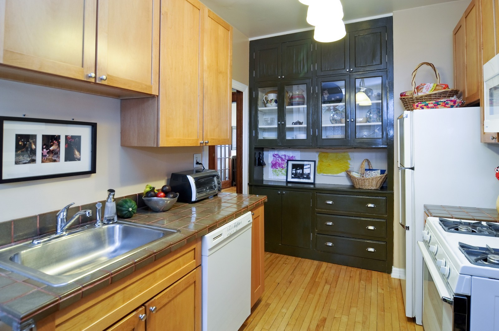 Real Estate Photography - 2548 N Seminary, Apt 1, Chicago, IL, 60614 - Kitchen