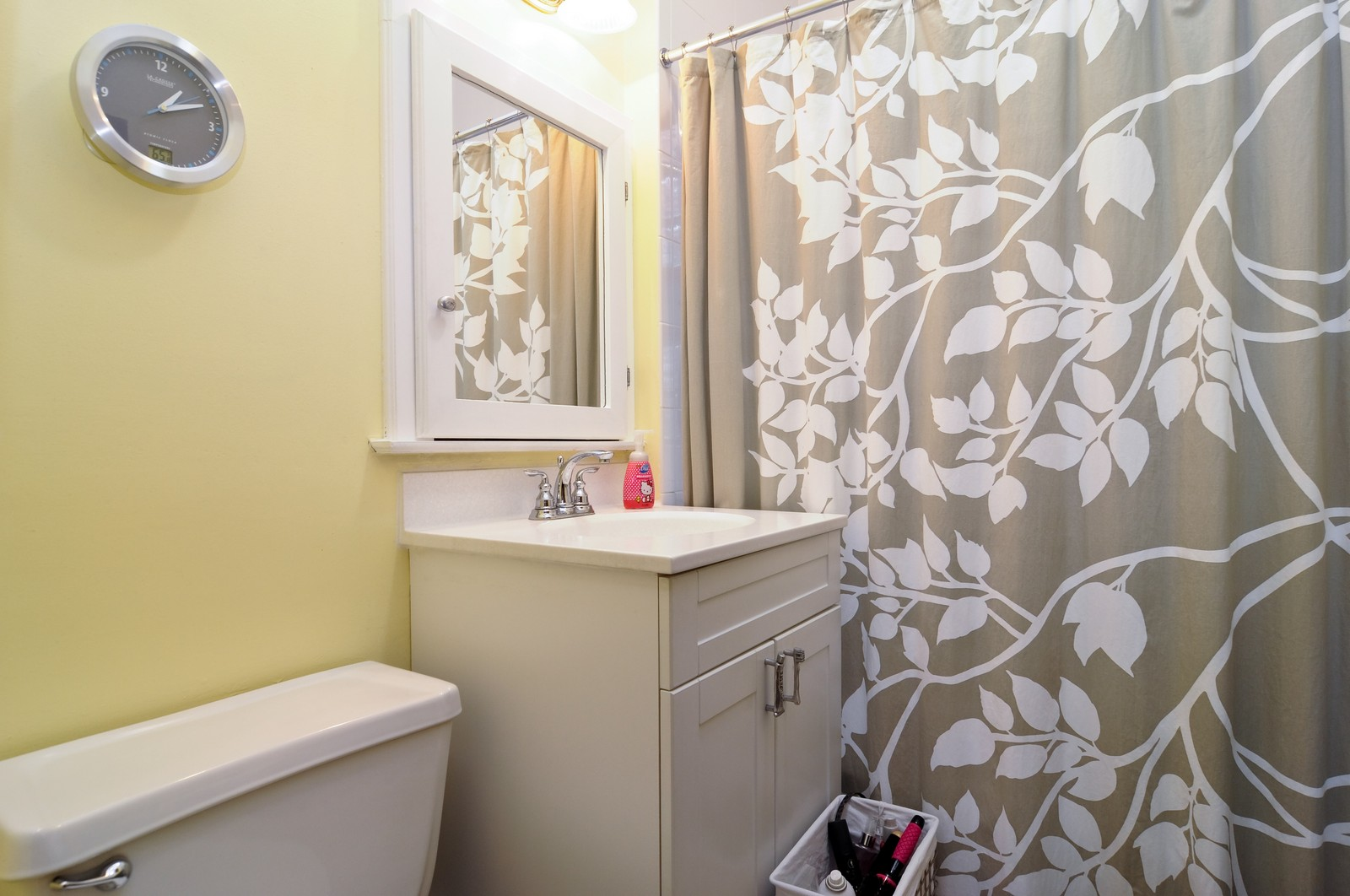 Real Estate Photography - 2548 N Seminary, Apt 1, Chicago, IL, 60614 - Bathroom