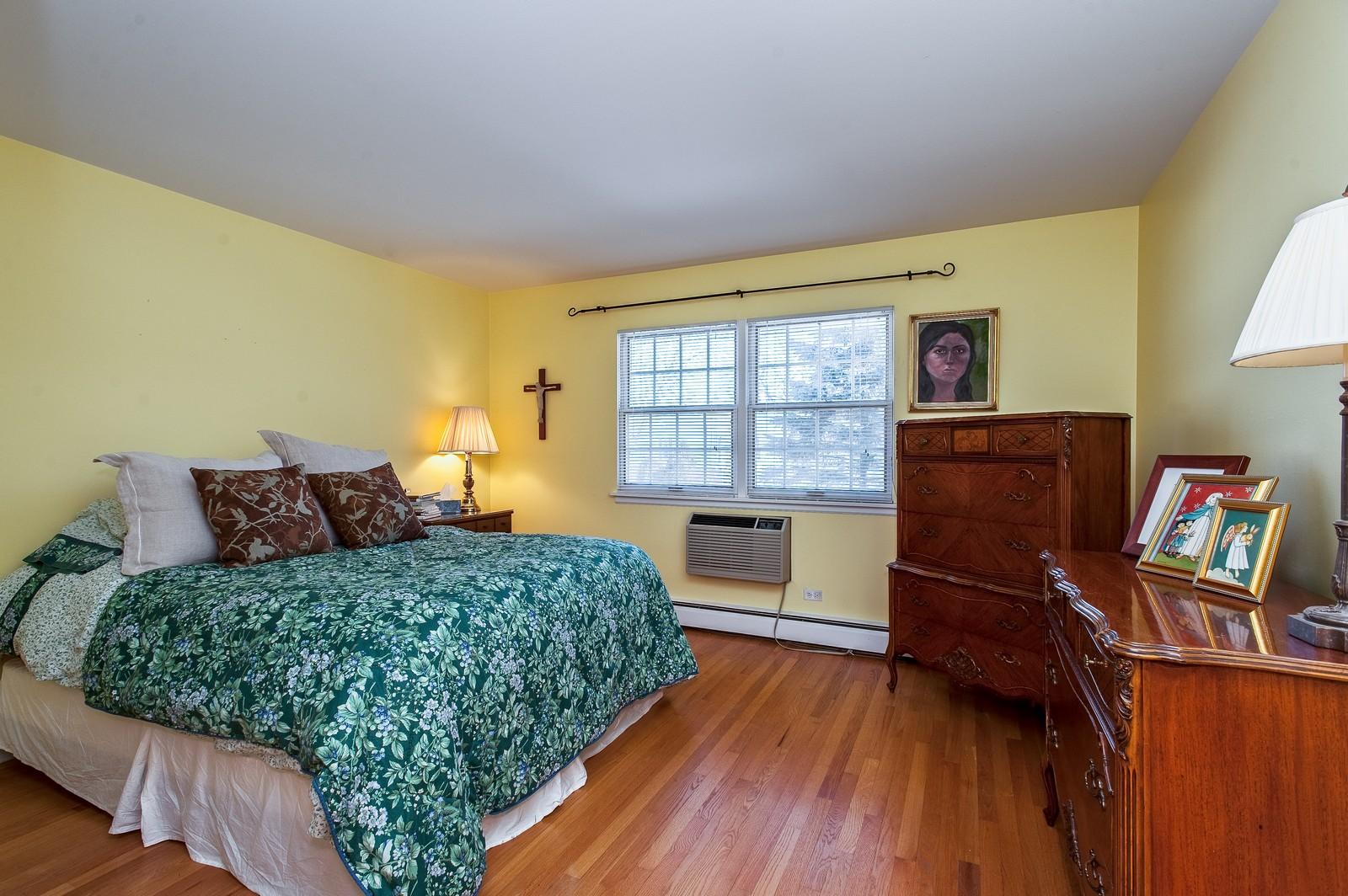 Real Estate Photography - 389 Bristol, Northfield, IL, 60093 - Master Bedroom