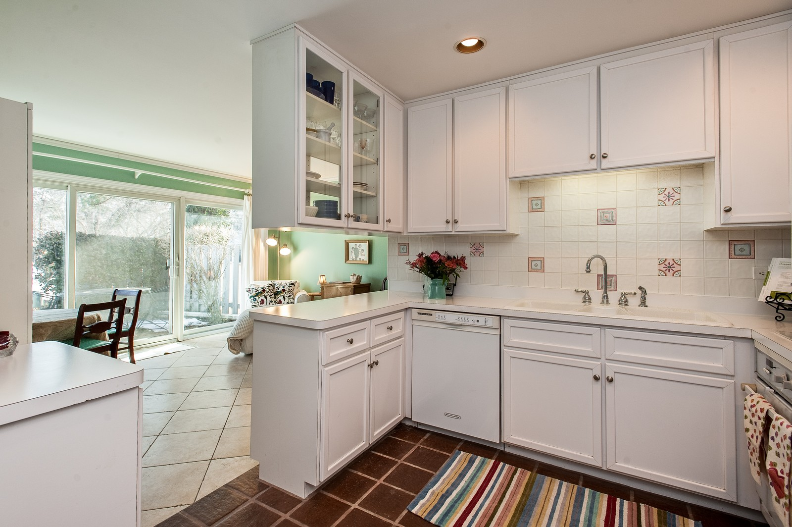 Real Estate Photography - 389 Bristol, Northfield, IL, 60093 - Kitchen