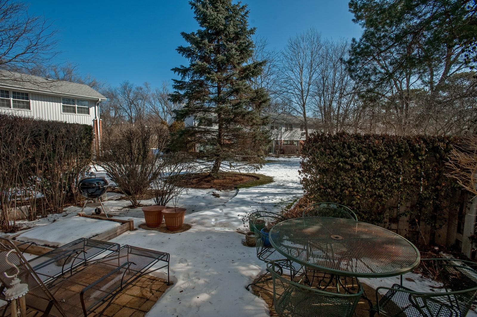 Real Estate Photography - 389 Bristol, Northfield, IL, 60093 - Patio