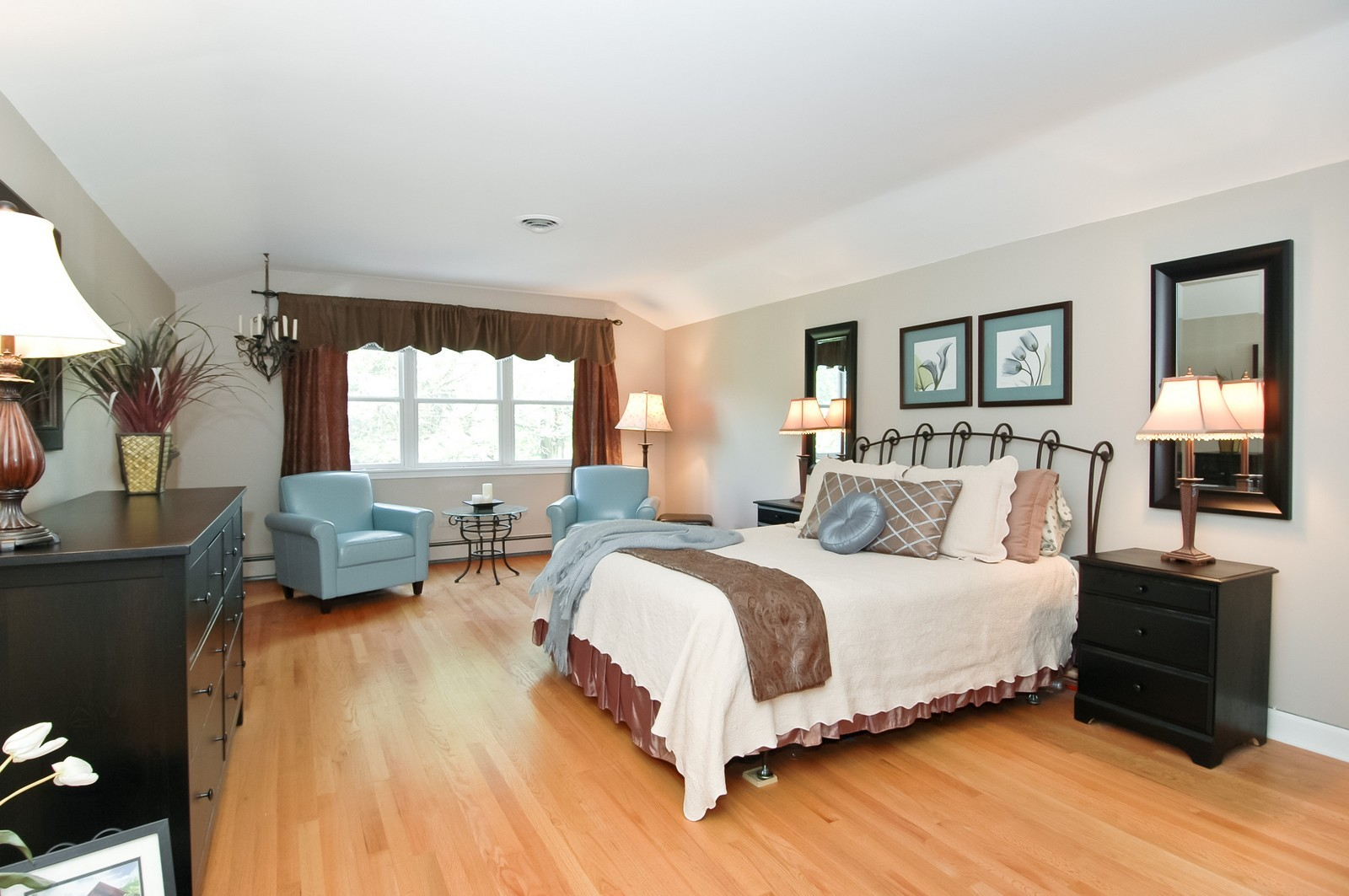 Real Estate Photography - 237 Vally Road, Cary, IL, 60013 - Master Bedroom