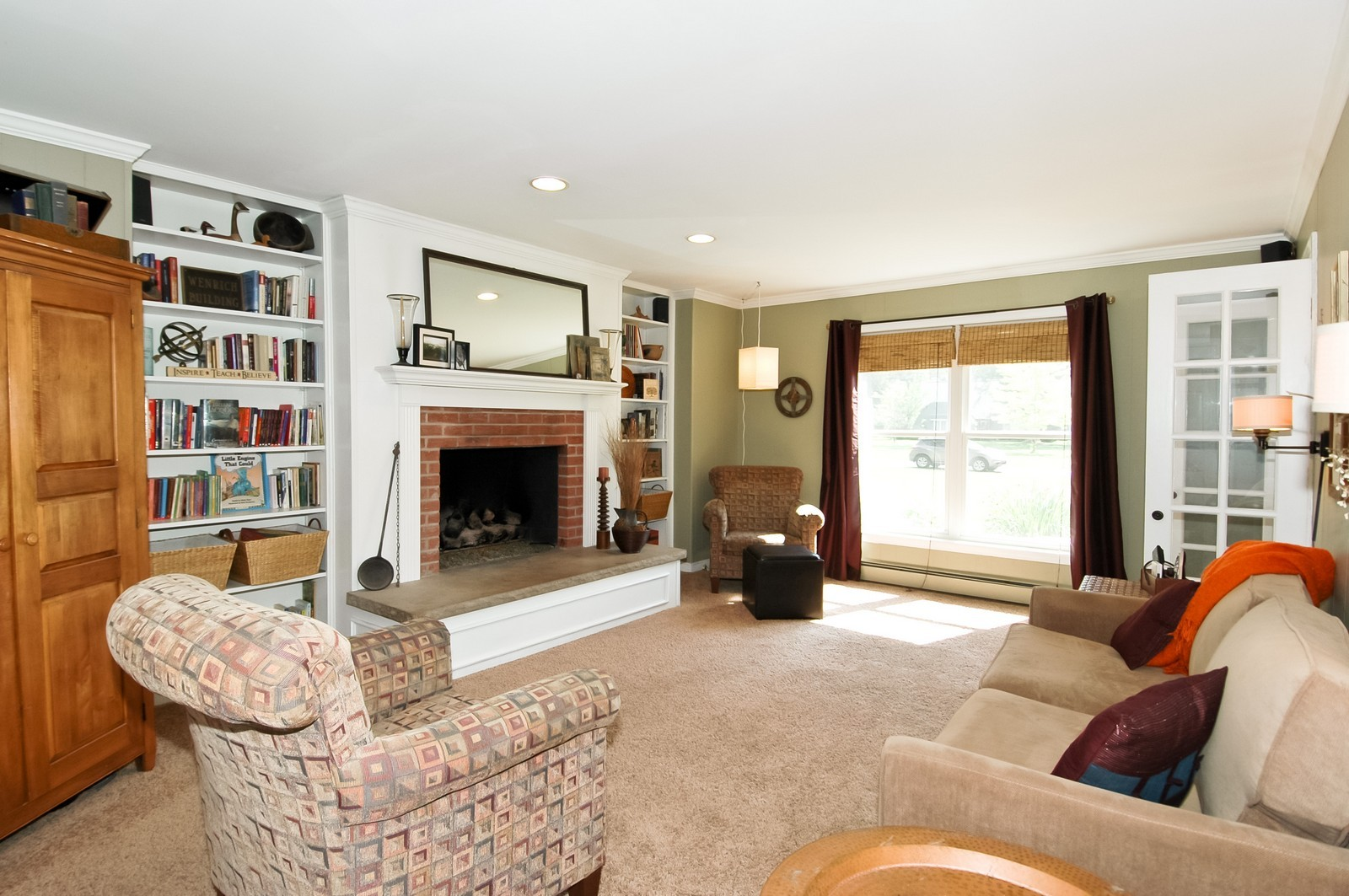 Real Estate Photography - 237 Vally Road, Cary, IL, 60013 - Family Room