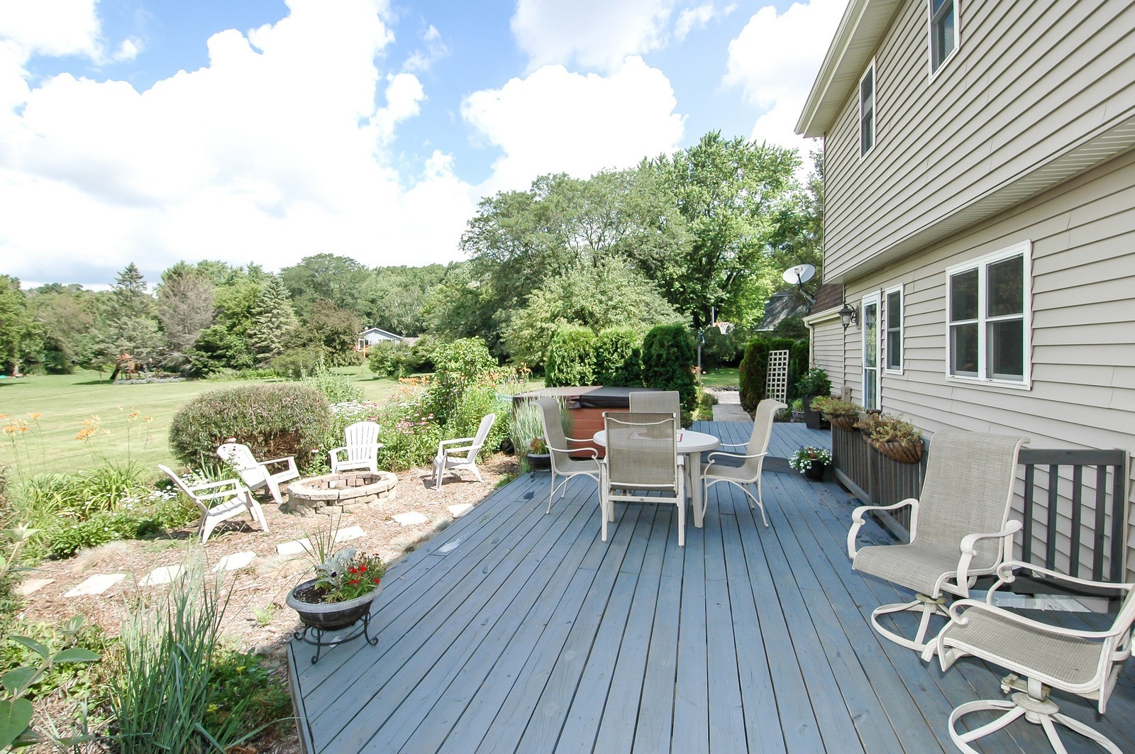 Real Estate Photography - 237 Vally Road, Cary, IL, 60013 - Deck