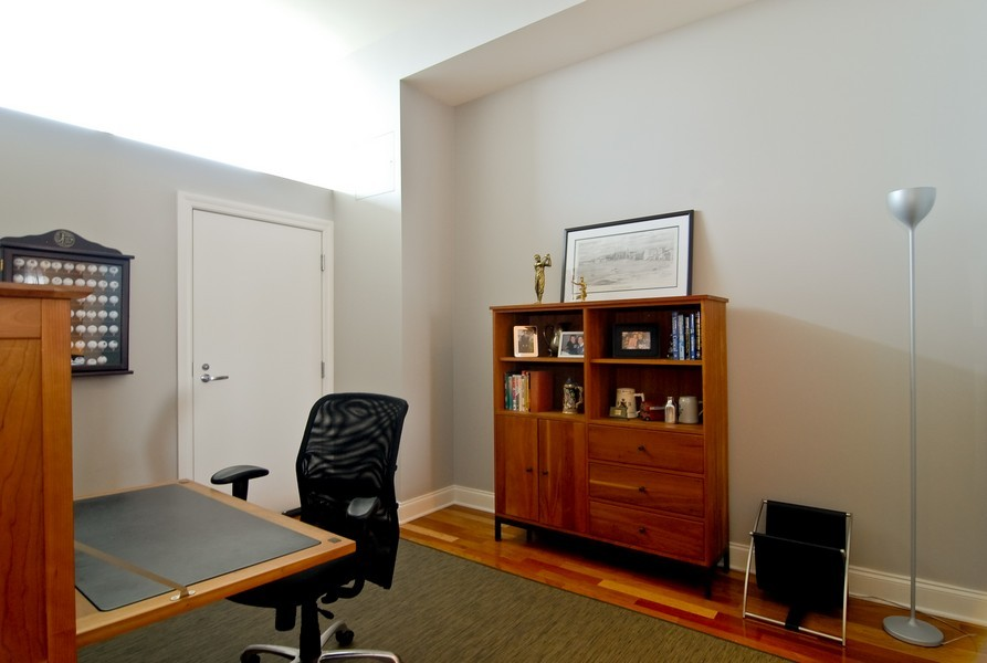 Real Estate Photography - 333 N Canal, Unit 3604, Chicago, IL, 60606 - Office