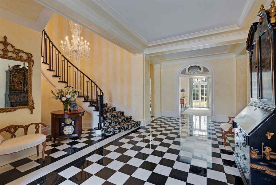 Real Estate Photography - 89 E Deerpath, Lake Forest, IL, 60045 - Foyer
