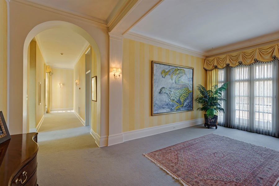 Real Estate Photography - 89 E Deerpath, Lake Forest, IL, 60045 - 2nd Floor Landing