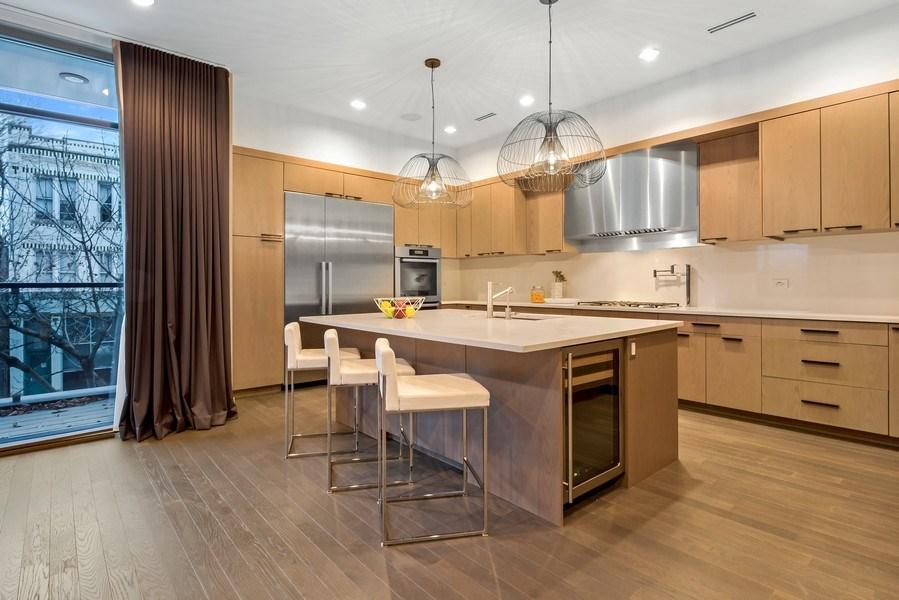 Real Estate Photography - 2138 N Damen, 2, Chicago, IL, 60647 - Kitchen