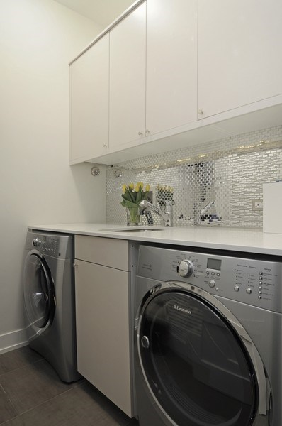 Real Estate Photography - 2138 N Damen, 2, Chicago, IL, 60647 - Laundry Room