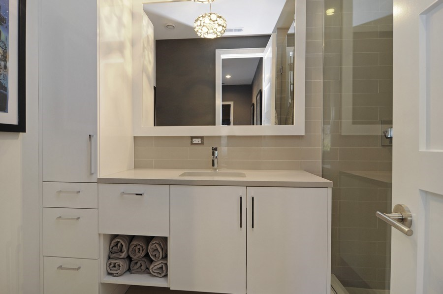 Real Estate Photography - 2138 N Damen, 2, Chicago, IL, 60647 - Bathroom