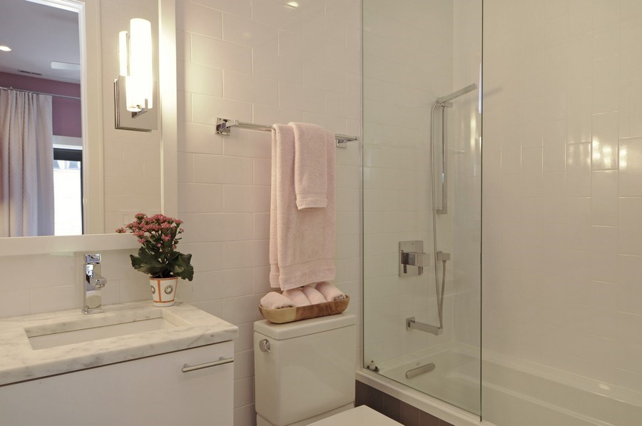 Real Estate Photography - 2138 N Damen, 2, Chicago, IL, 60647 - 2nd Bathroom