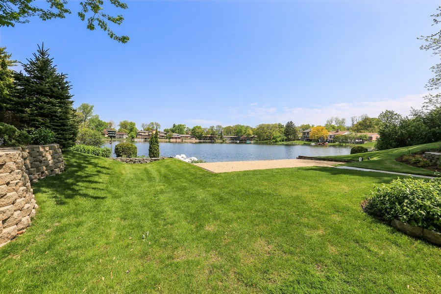 Real Estate Photography - 2090 W Touhy, Park Ridge, IL, 60068 - Beautiful Grounds & Views