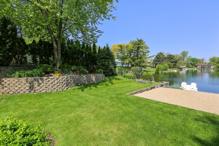 Real Estate Photography - 2090 W Touhy, Park Ridge, IL, 60068 - Private Grounds