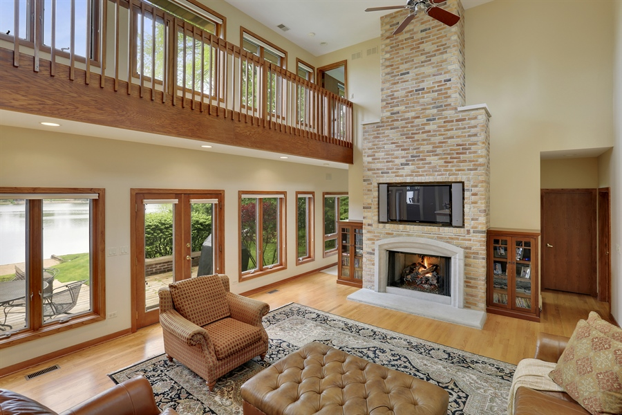 Real Estate Photography - 2090 W Touhy, Park Ridge, IL, 60068 - Family Room