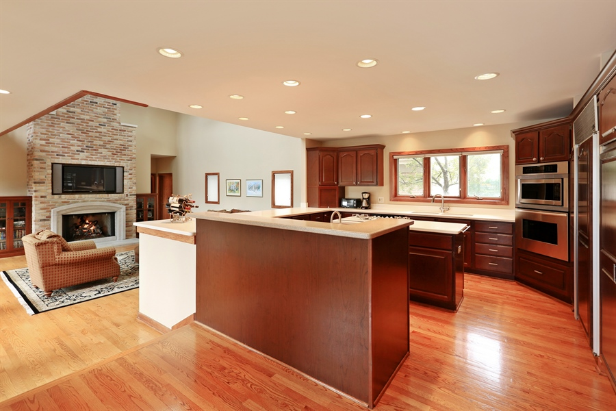 Real Estate Photography - 2090 W Touhy, Park Ridge, IL, 60068 - Kitchen