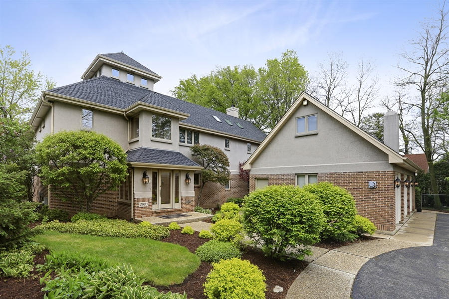 Real Estate Photography - 2090 W Touhy, Park Ridge, IL, 60068 - Secluded Front View