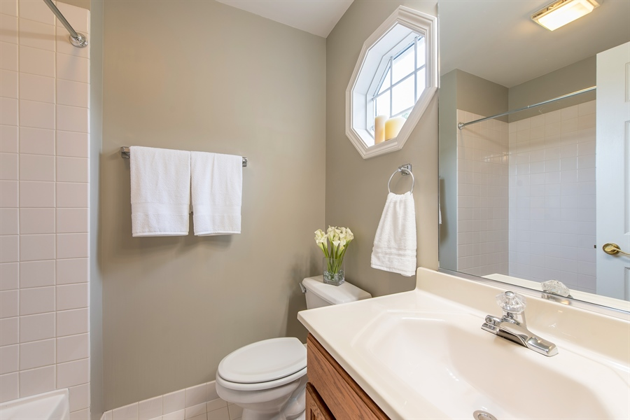 Real Estate Photography - 2126 Chandler Ln, Glenview, IL, 60026 - Private Bath in 2nd Bedroom