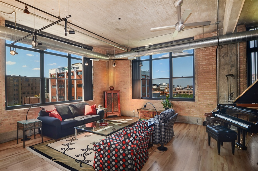 Real Estate Photography - 850 W Adams, 6C, Chicago, IL, 60607 - Living Room
