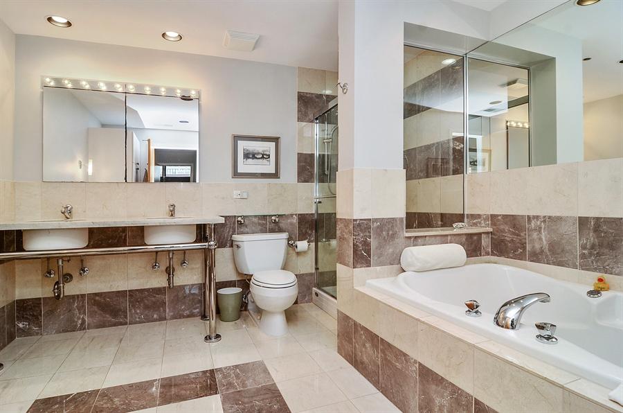 Real Estate Photography - 850 W Adams, 6C, Chicago, IL, 60607 - Master Bathroom