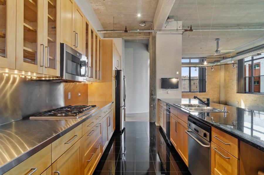 Real Estate Photography - 850 W Adams, 6C, Chicago, IL, 60607 - Kitchen
