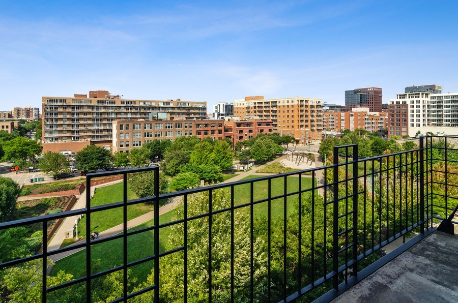 Real Estate Photography - 850 W Adams, 6C, Chicago, IL, 60607 -