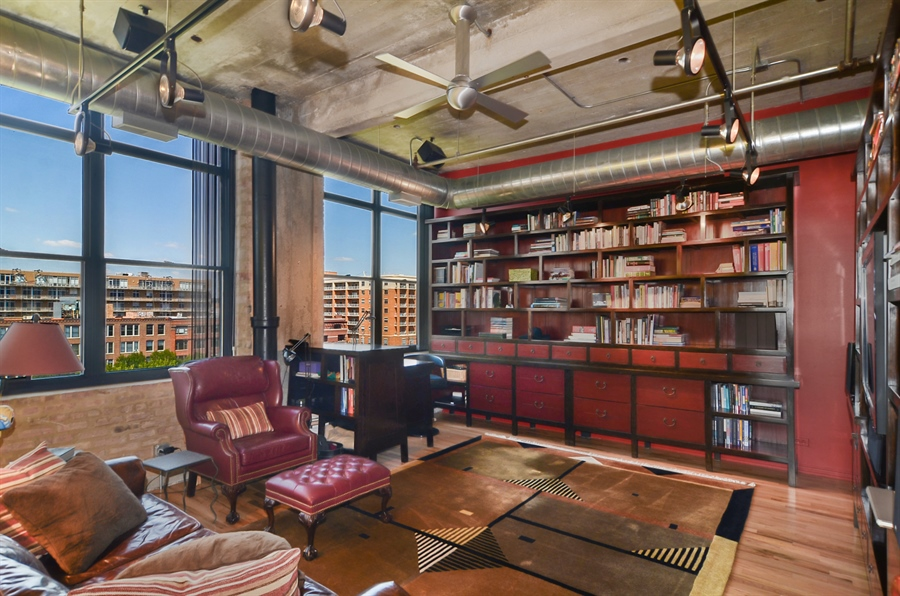 Real Estate Photography - 850 W Adams, 6C, Chicago, IL, 60607 - Family Room