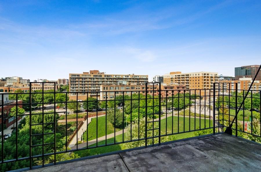Real Estate Photography - 850 W Adams, 6C, Chicago, IL, 60607 - Balcony