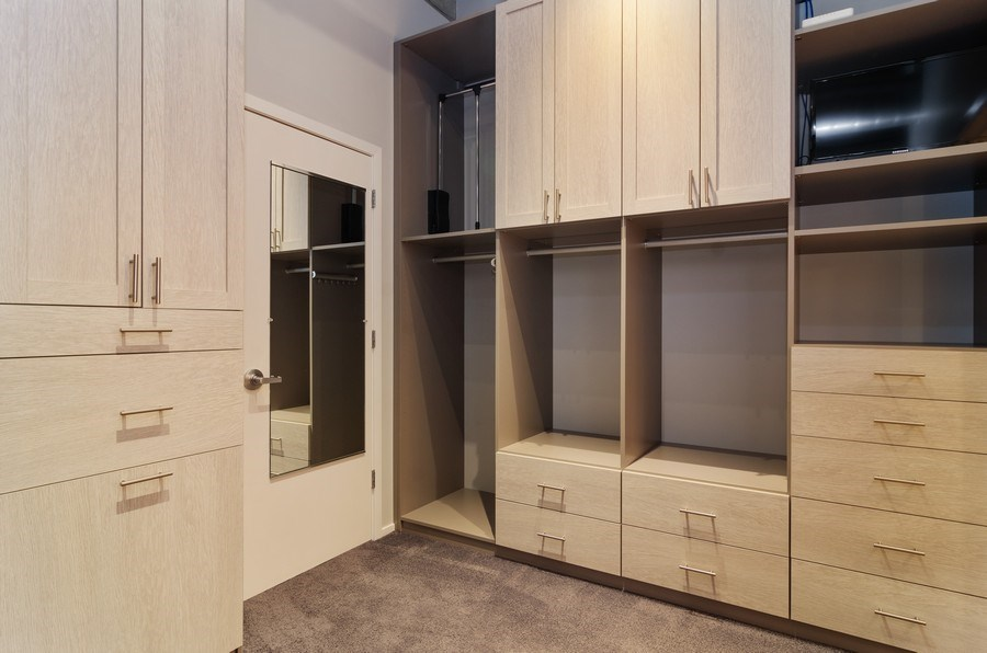Real Estate Photography - 850 W Adams, 6C, Chicago, IL, 60607 - Master Bedroom Closet