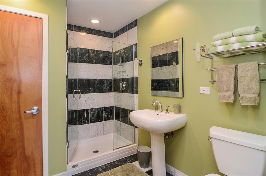 Real Estate Photography - 850 W Adams, 6C, Chicago, IL, 60607 - Bathroom
