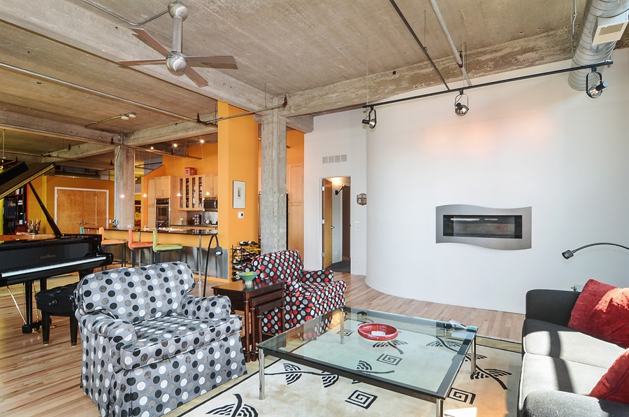 Real Estate Photography - 850 W Adams, 6C, Chicago, IL, 60607 - Kitchen / Living Room