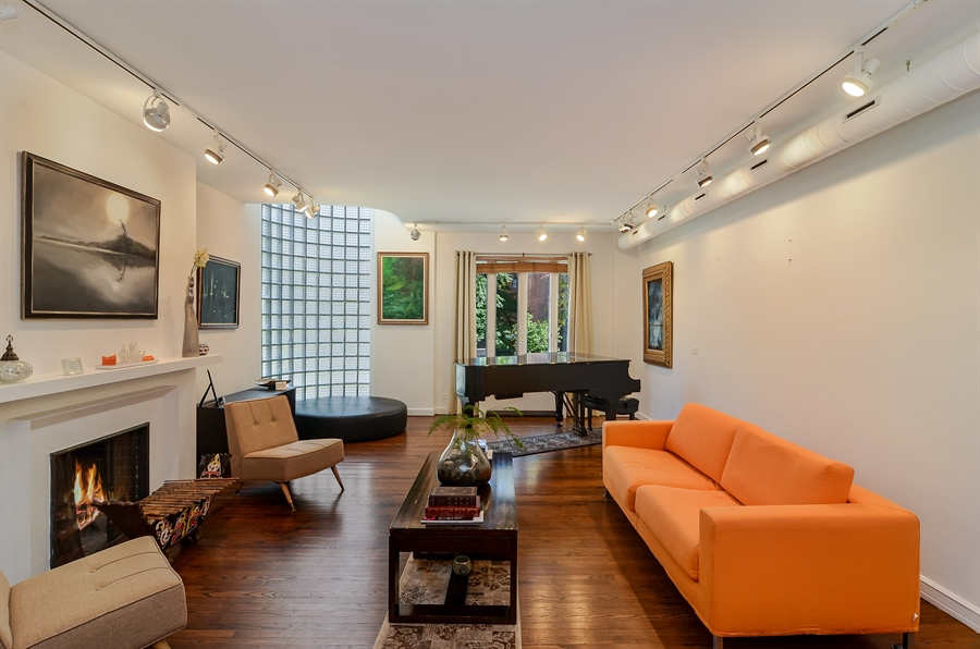 Real Estate Photography - 1328 State Parkway, Chicago, IL, 60611 - Living Room