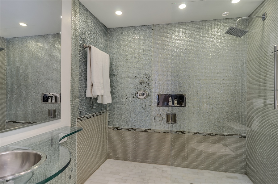 Real Estate Photography - 1328 State Parkway, Chicago, IL, 60611 - Master Bathroom