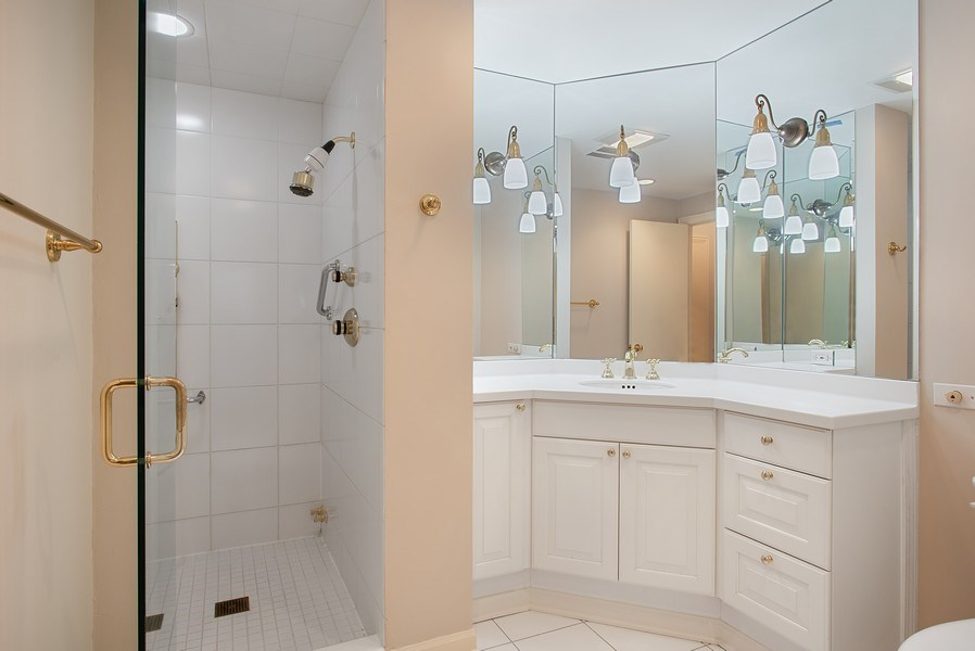 Real Estate Photography - 1040 N Lake Shore Dr, 5A, Chicago, IL, 60611 - His bathroom