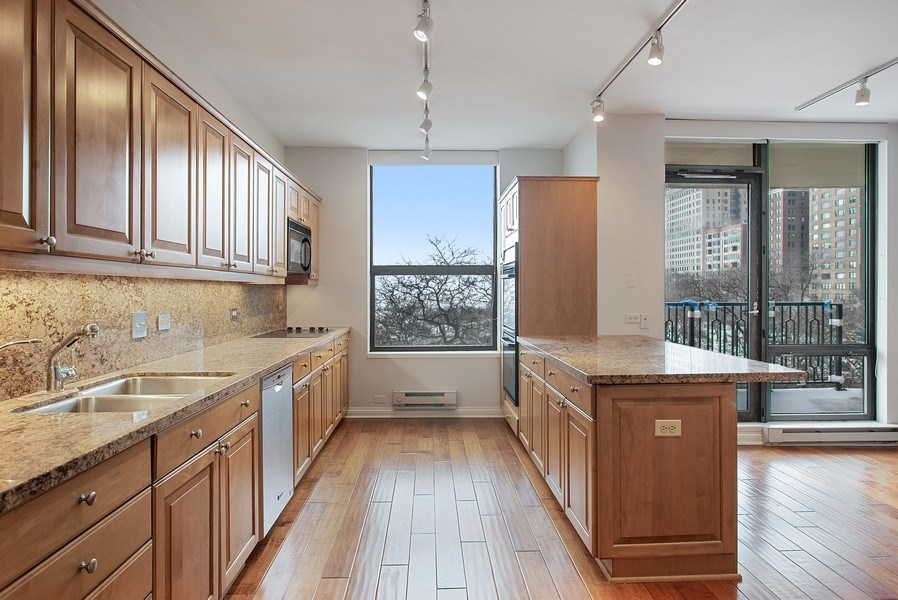 Real Estate Photography - 1040 N Lake Shore Dr, 5A, Chicago, IL, 60611 - Kitchen/Breakfast Area