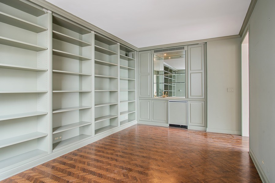 Real Estate Photography - 1040 N Lake Shore Dr, 5A, Chicago, IL, 60611 - Library