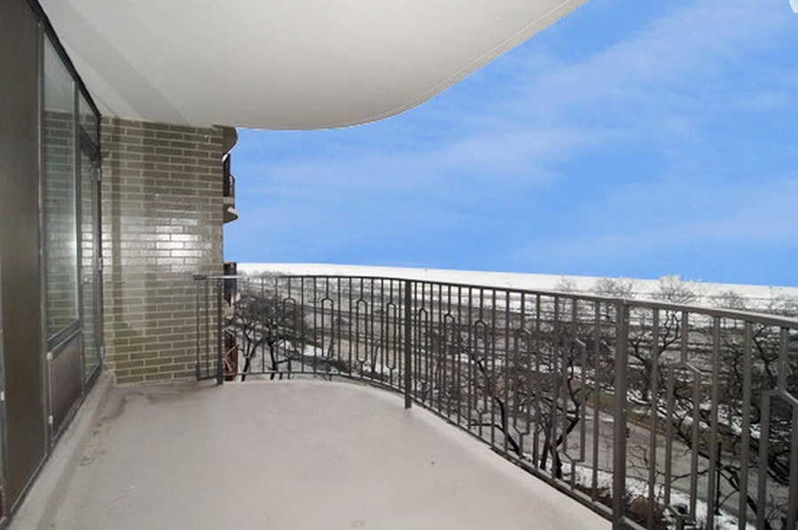 Real Estate Photography - 1040 N Lake Shore Dr, 5A, Chicago, IL, 60611 - Terrace with Lake Views