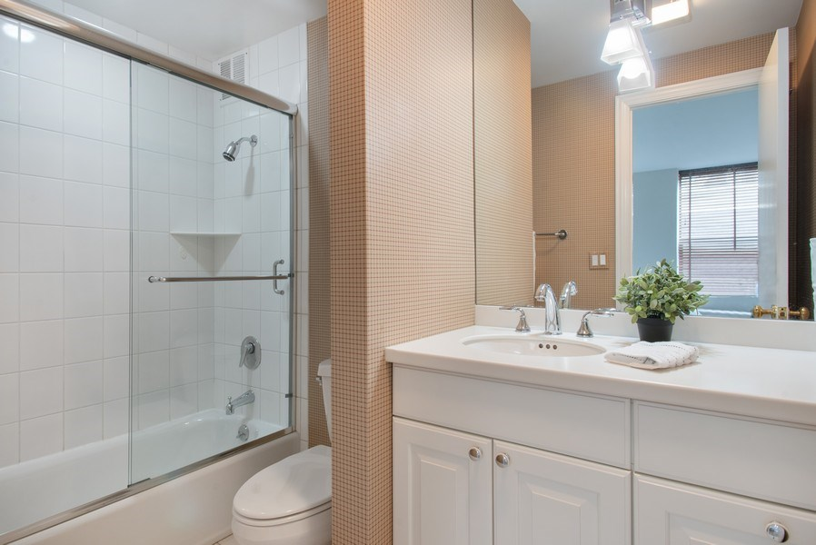 Real Estate Photography - 1040 N Lake Shore Dr, 5A, Chicago, IL, 60611 - 2nd Bedroom Bathroom