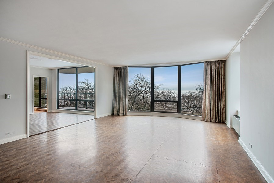 Real Estate Photography - 1040 N Lake Shore Dr, 5A, Chicago, IL, 60611 - Living Room/Dining Room