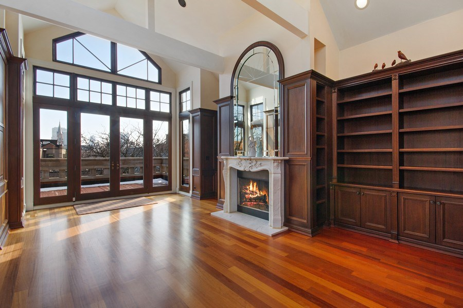 Real Estate Photography - 1664 N Burling, Chicago, IL, 60614 - Library