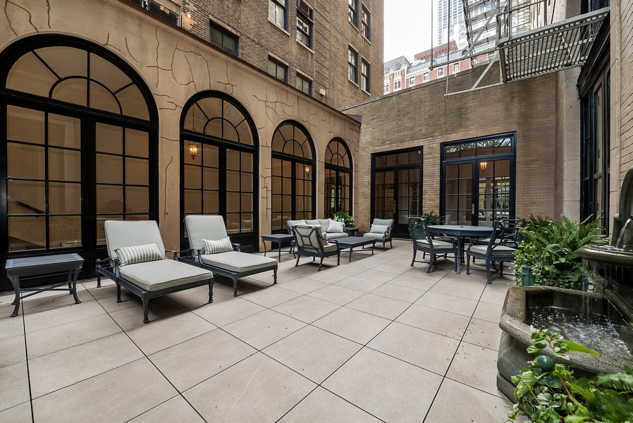 Real Estate Photography - 179 East Lake Shore Drive, Apartment 22E, Chicago, IL, 60611 - Drake Tower Terrace