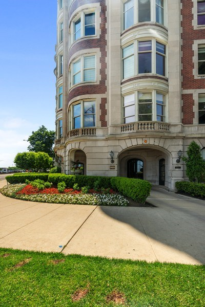 Real Estate Photography - 999 Lake Shore Dr, 3C, Chicago, IL, 60611 - Front View