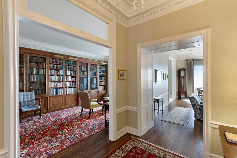 Real Estate Photography - 999 Lake Shore Dr, 3C, Chicago, IL, 60611 - Entryway
