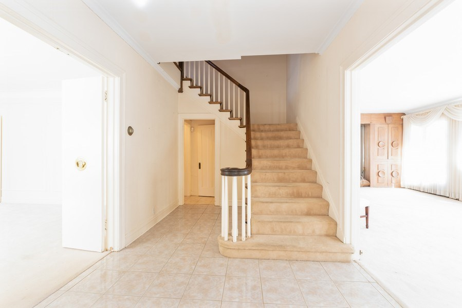 Real Estate Photography - 6936 S Euclid Ave, Chicago, IL, 60649 - Foyer
